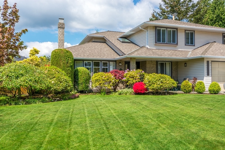 A healthy lawn creates a perfectly neat home and lawn landscape 1