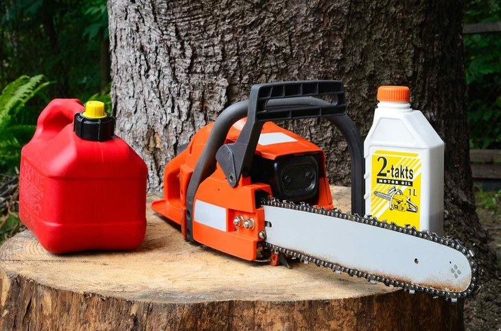 Gas-powered chainsaws have the highest power output but are the most expensive among the three