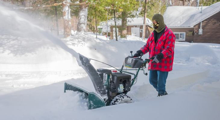 It is of utmost importance to choose a snow thrower made from durable materials as it will reduce your chances of buying replacements often