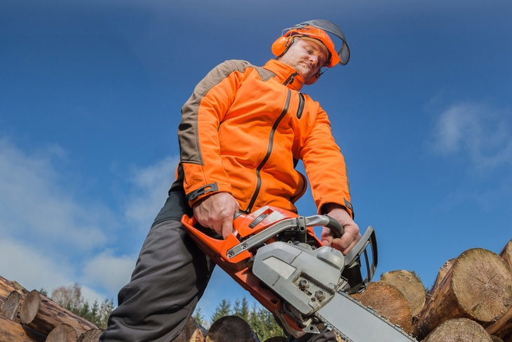Operating a 4-stroke chainsaw is much more complicated than a 2-stroke one
