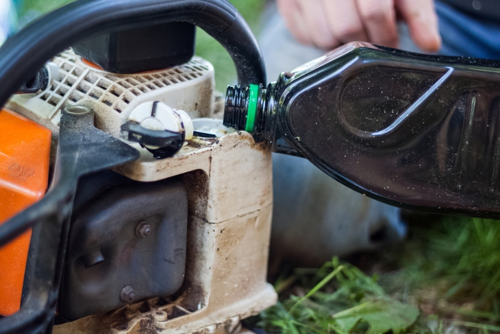 Regularly lubricating your chainsaw keeps it fresh and healthy