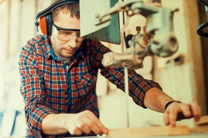 Scroll saw significantly helps lessen the required start-up cost for woodworkers