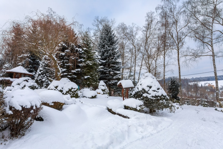 Shoveling this amount of snow can be a tedious work. Clear up your snow-filled garden with stone throwers instead