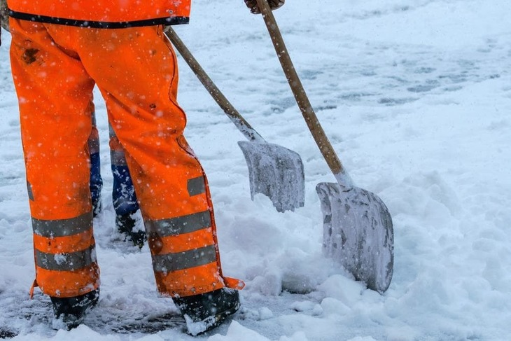 Snow shovels can clear your driveways and sidewalks of snow. However, the process is often arduous and time-consuming