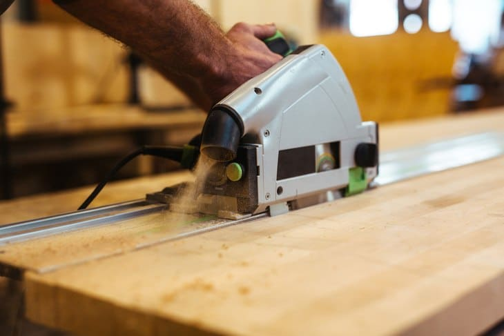 Typically, scroll saws are categorized according to the throat's size