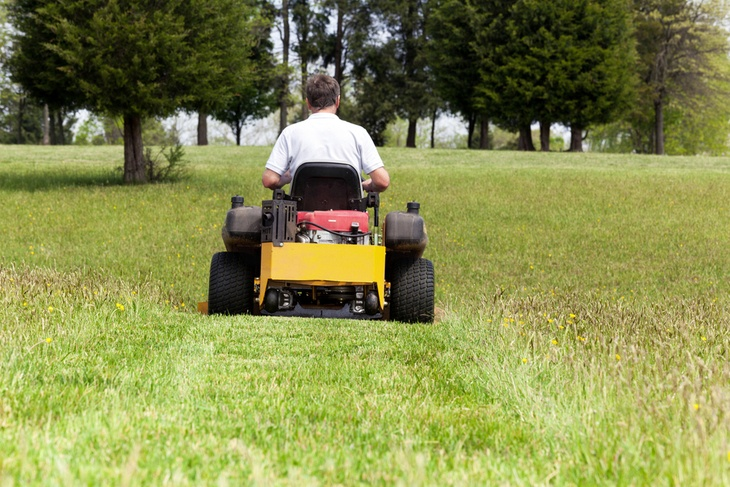 Zero turn mower utilizes its front caster wheels to navigate efficiently around your yard