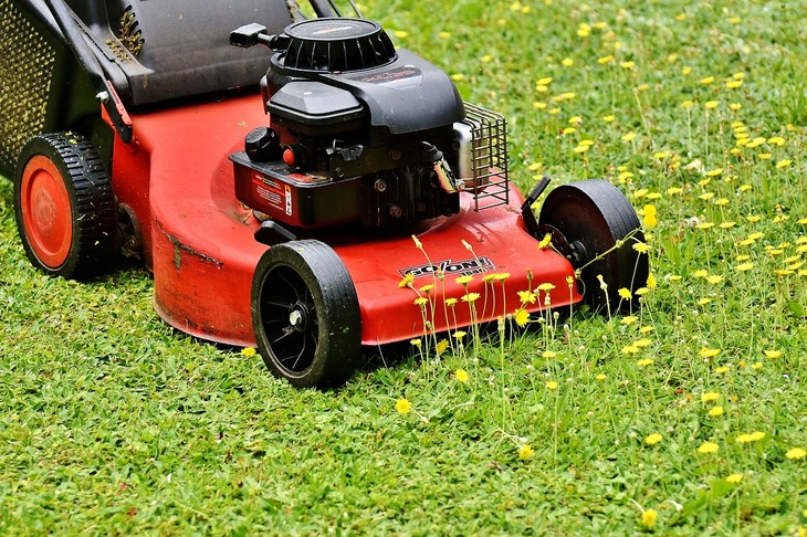 Ever wondered how the mowing height can be maintained even over a terrain that is uneven The deck wheels of the mower are the key