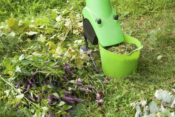 Electric garden shredder is ideal for small shredding tasks
