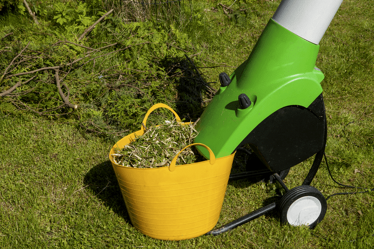 It is best to pick a shredder that can properly slice up the build-up in your lawn