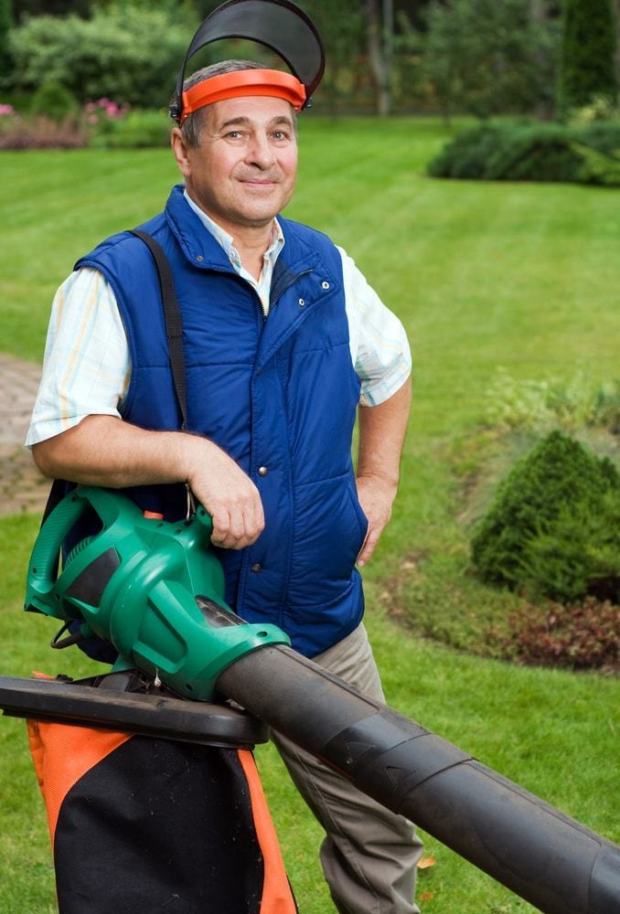 Wear the prescribed clothes when using power tools like a blower vacuum
