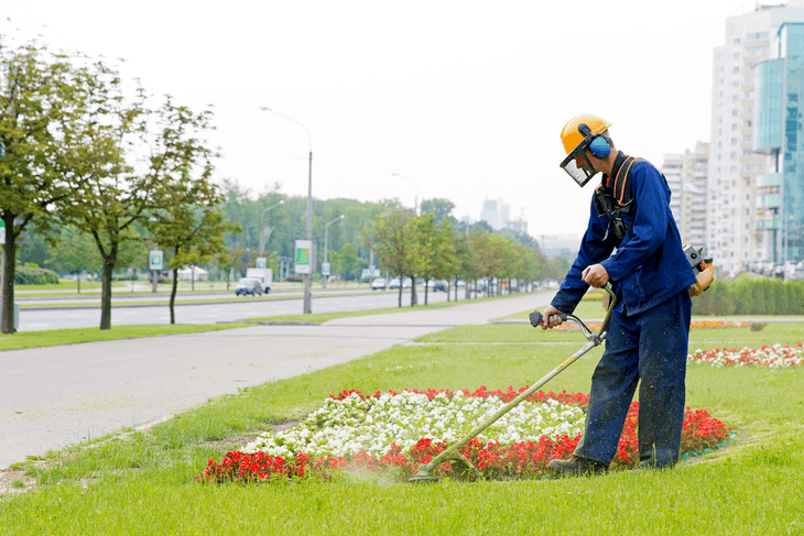 In order to keep your flowers standing out, it is best to level out the surrounding grass and eliminate weeds